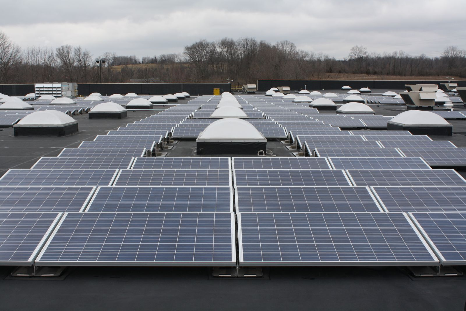 solar-panels-on-ohio-store-3784-roof_130068835202675843