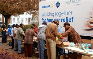 media-images-other-hunger-food-line-truck_129845301057952129_300x190.jpg