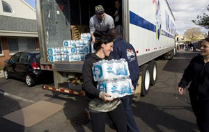 media-images-other-volunteers-hurricane-sandy-2012_129968904036121116_300x190.jpg