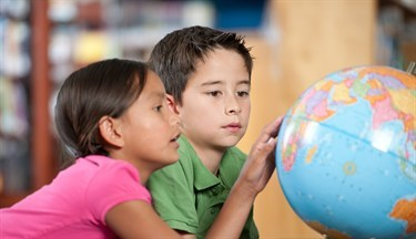 media-images-other-kids-with-globe_130113042725186666_375x216.jpg