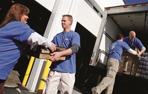 media-images-other-associate-volunteer-loading-truck_129845519688445239_300x190.jpg
