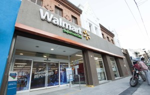 The outside of a Walmart Supercenter in Argentina
