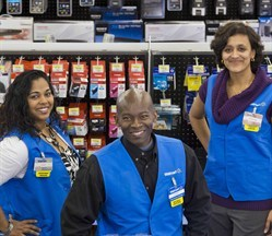 media-images-other-walmart-canada-associates-in-store_130117335184229101_249x216.jpg