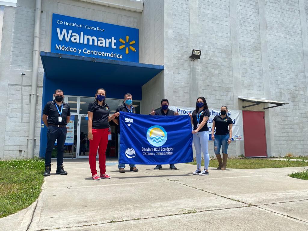 Cinco plantas de Walmart en Costa Rica reciben reconocimientos de Bandera Azul