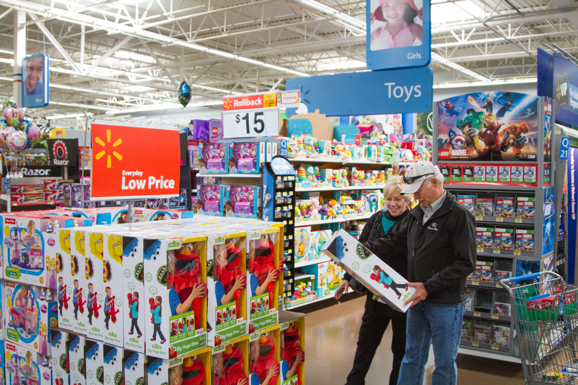 Toys For Walmart : Customers shopping black friday toys