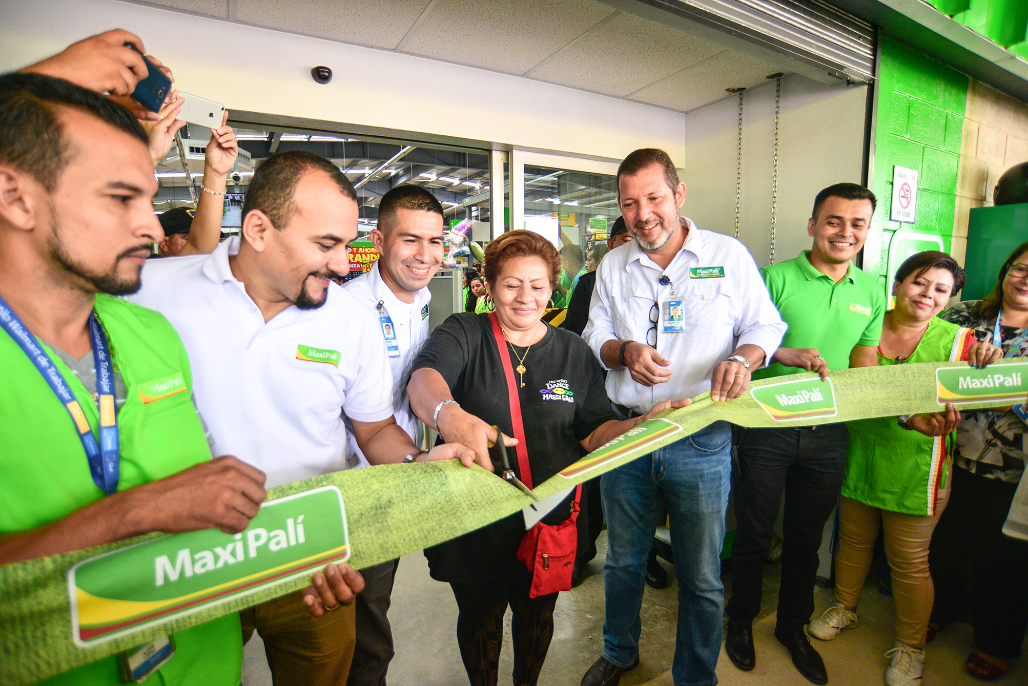 Walmart en Nicaragua inaugura Maxi Palí Granada