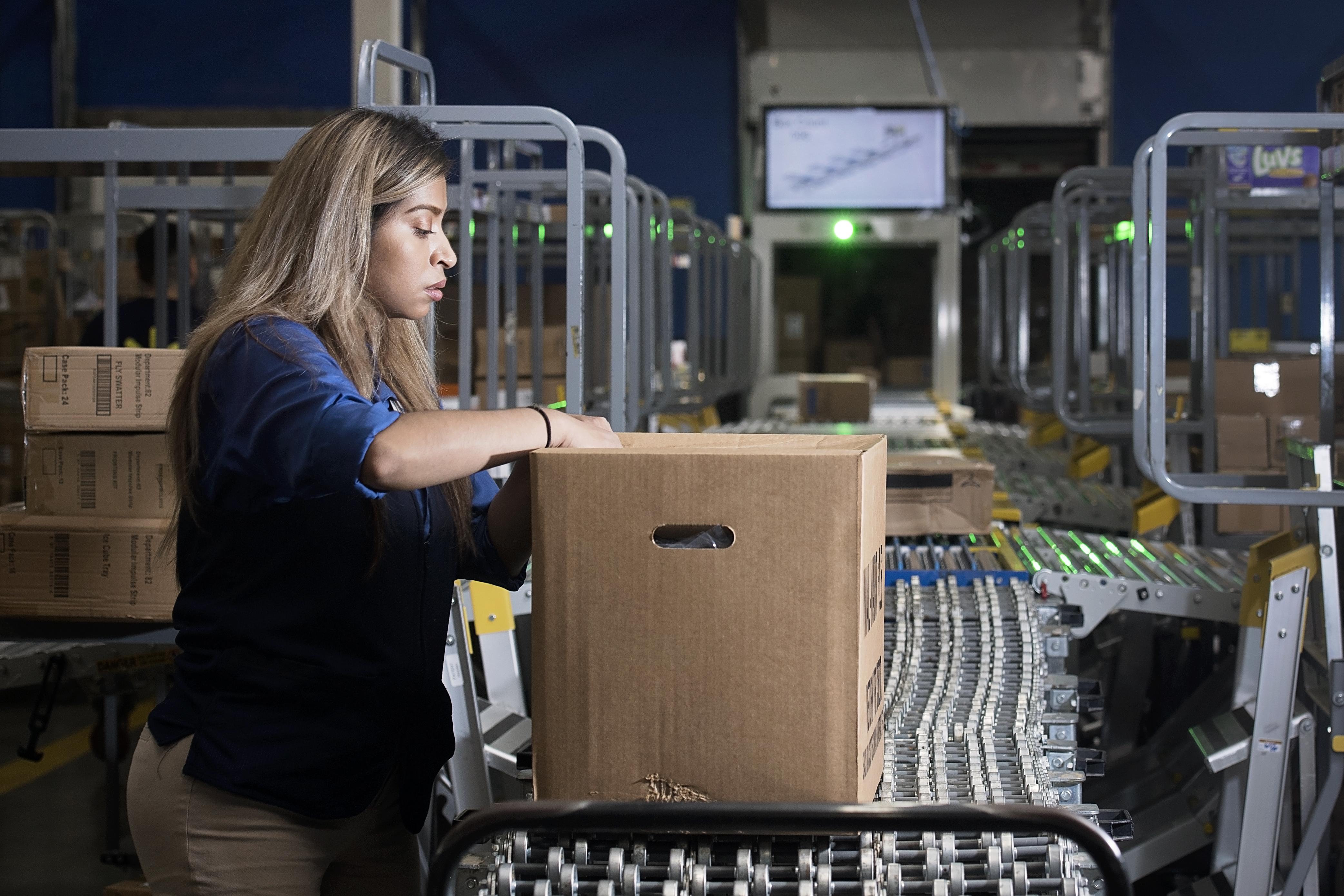 Associate unloads a box using the FAST unloading process