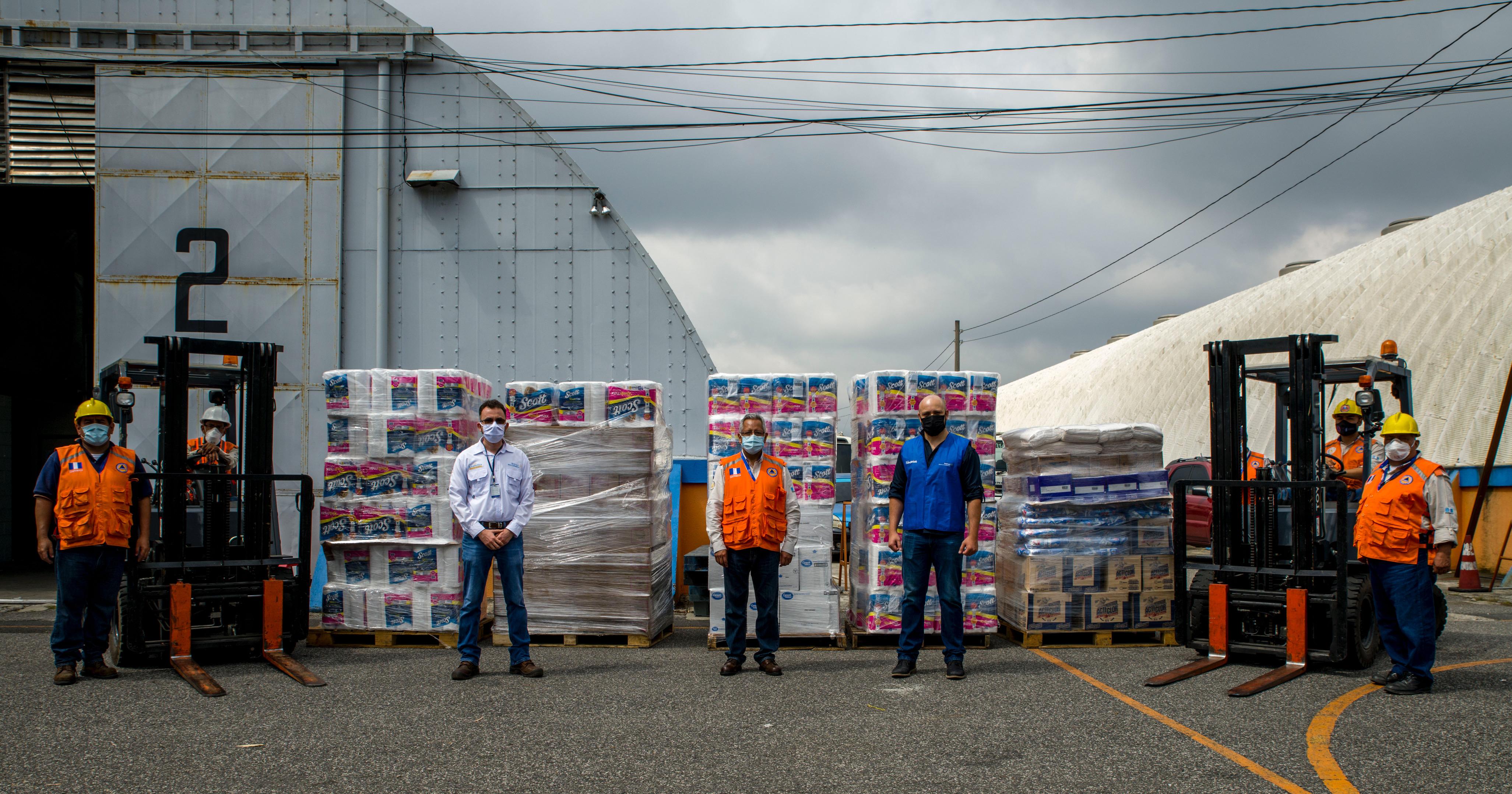 Walmart realiza donación a CONRED para apoyar a guatemaltecos afectados por la depresión tropical ETA