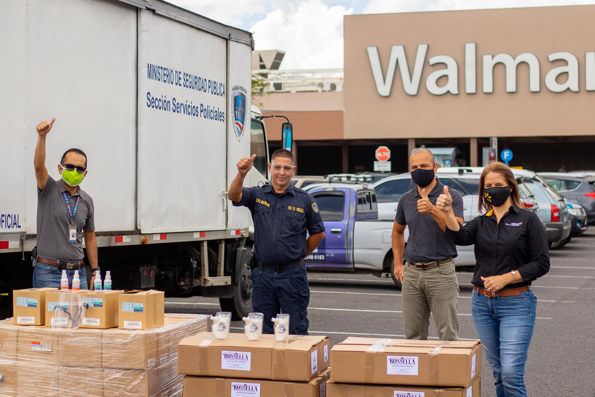 Walmart dona ₡8,5 millones en productos a la Fuerza Pública