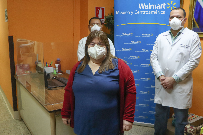 Walmart dona mamparas al Hospital de Niños Benjamin Bloom 2