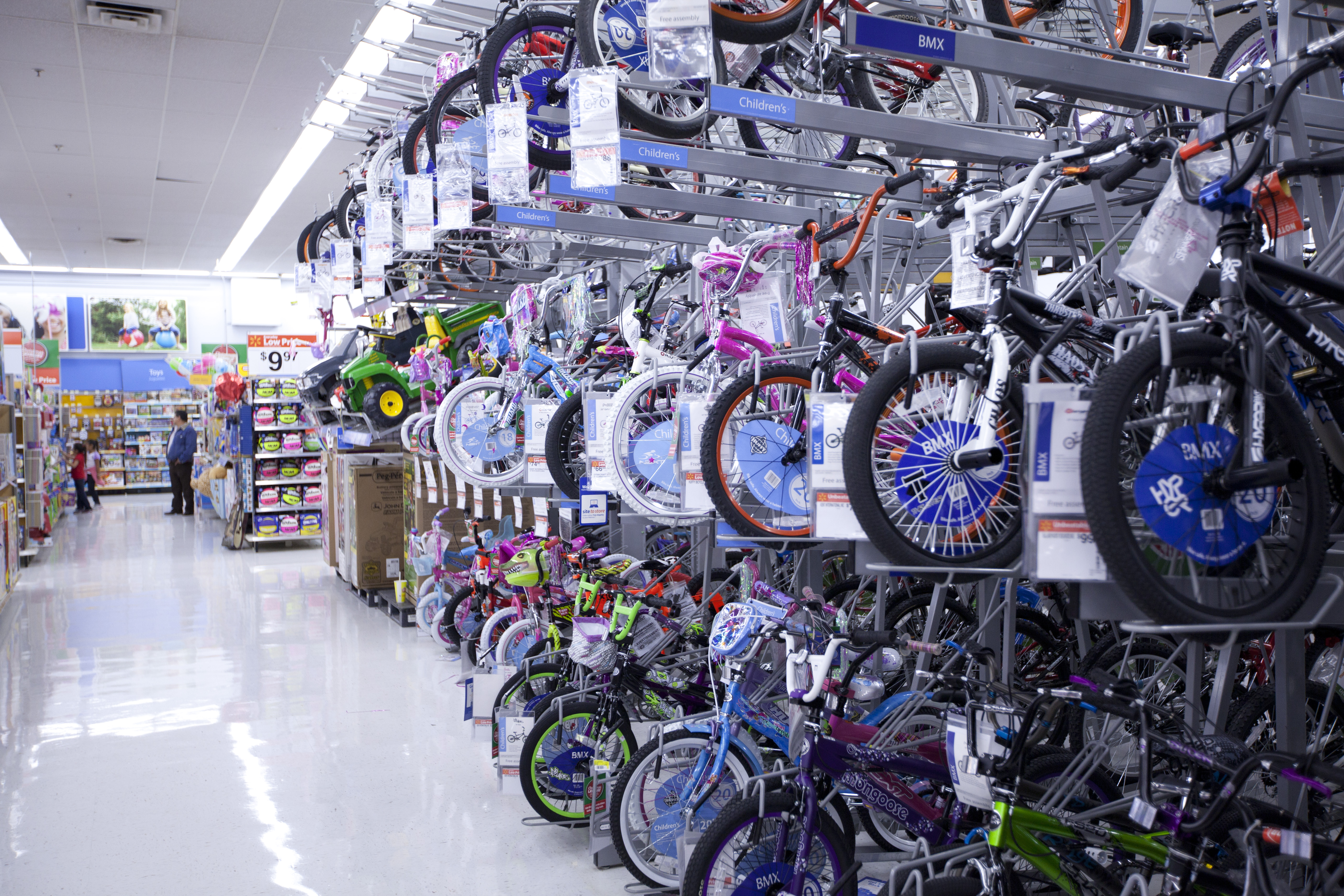 Browse bikes of all types, like cruiser bikes, mountain bikes, fixies (or fixed gear bikes), and more. If you like to think outside the bike, you can also shop brand name inline skates, skateboards, and scooters for kids of all ages.