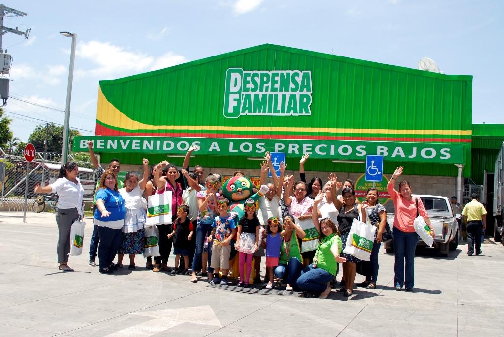 """Walmart imparte talleres de economía familiar """"Aprendiendo a Ahorrar con la Campeona de los Precios Bajos"""""""