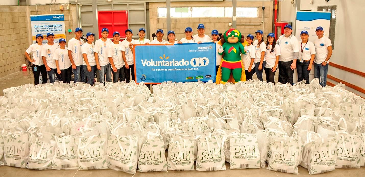 Entrega de 400 bolsas reutilizables con  diferentes productos en Nicaragua.