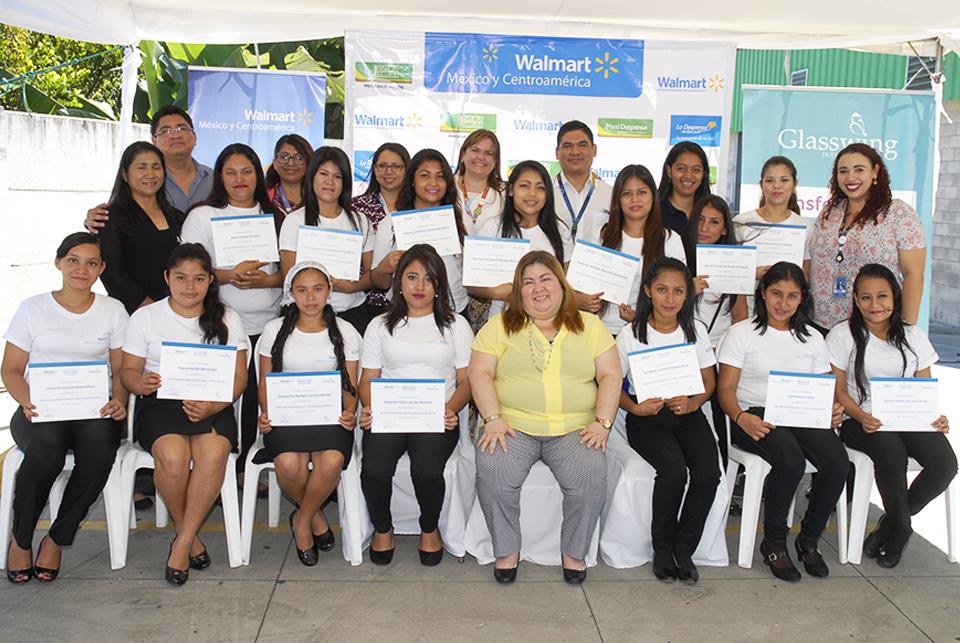 """Walmart El Salvador impartió Diplomado en Habilidades para el Trabajo a beneficiarias del programa """"Mi Primer Empleo en Walmart"""""""