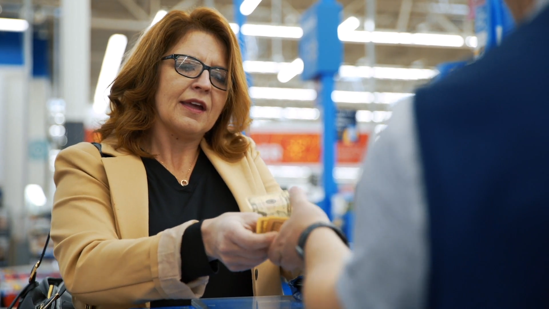 A customer buys a Walmart.com item with cash