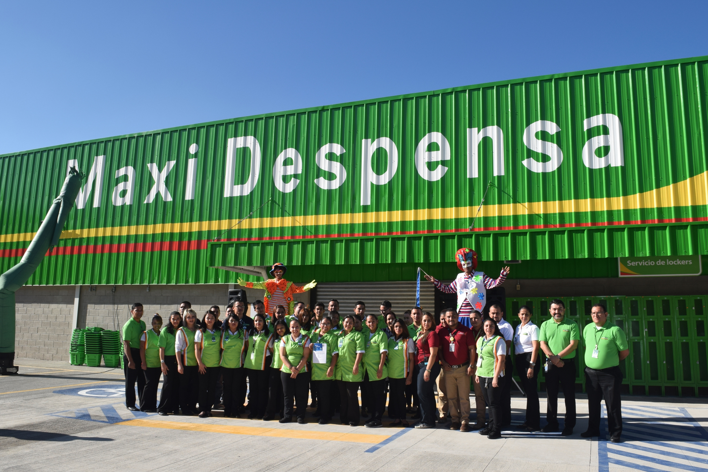Equipo de Maxi Despensa Los Llanos en Honduras
