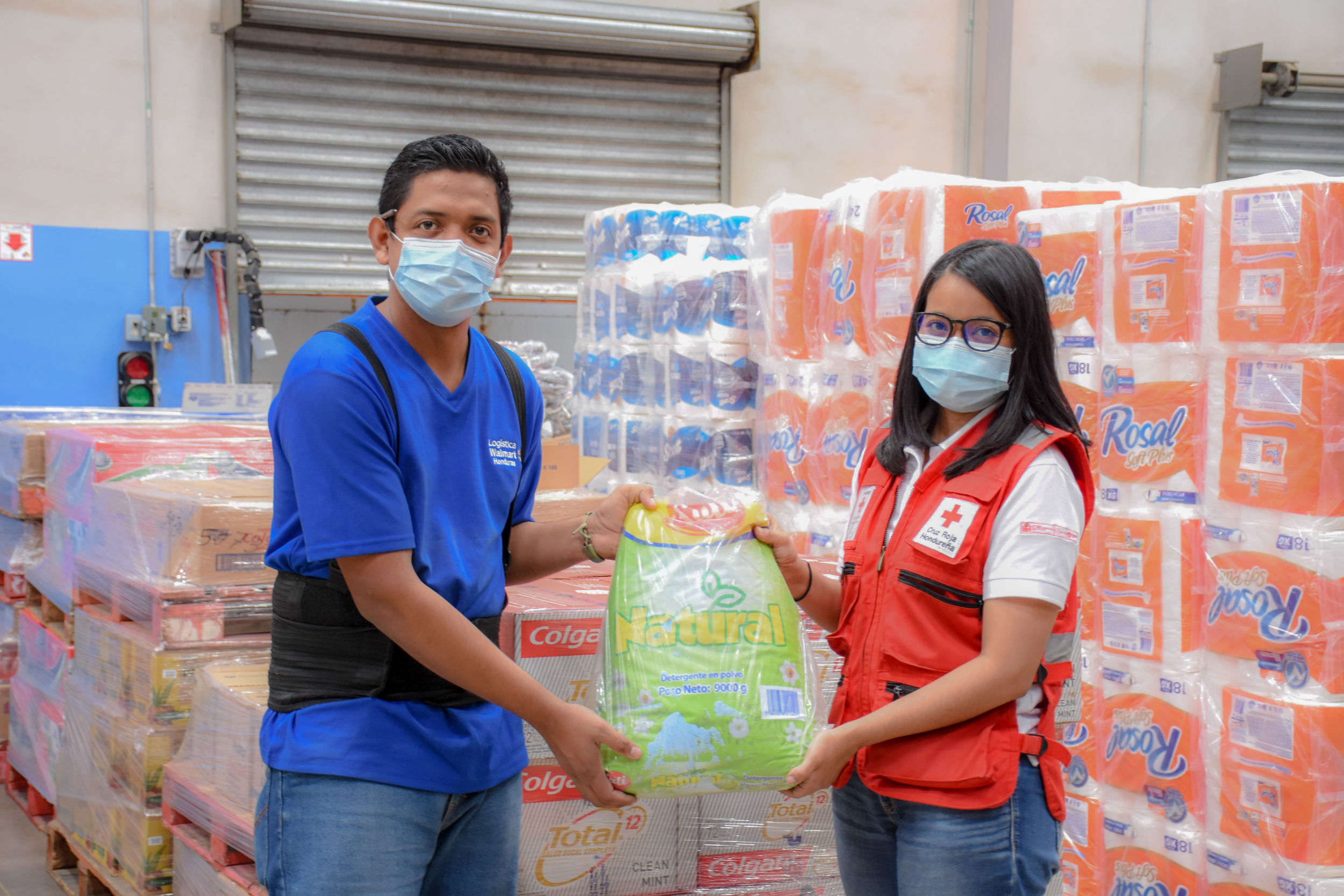 Walmart dona alimentos y kits de aseo a la Cruz Roja, CCIC y Fundación de Niños con Cáncer para afectados por tormentas