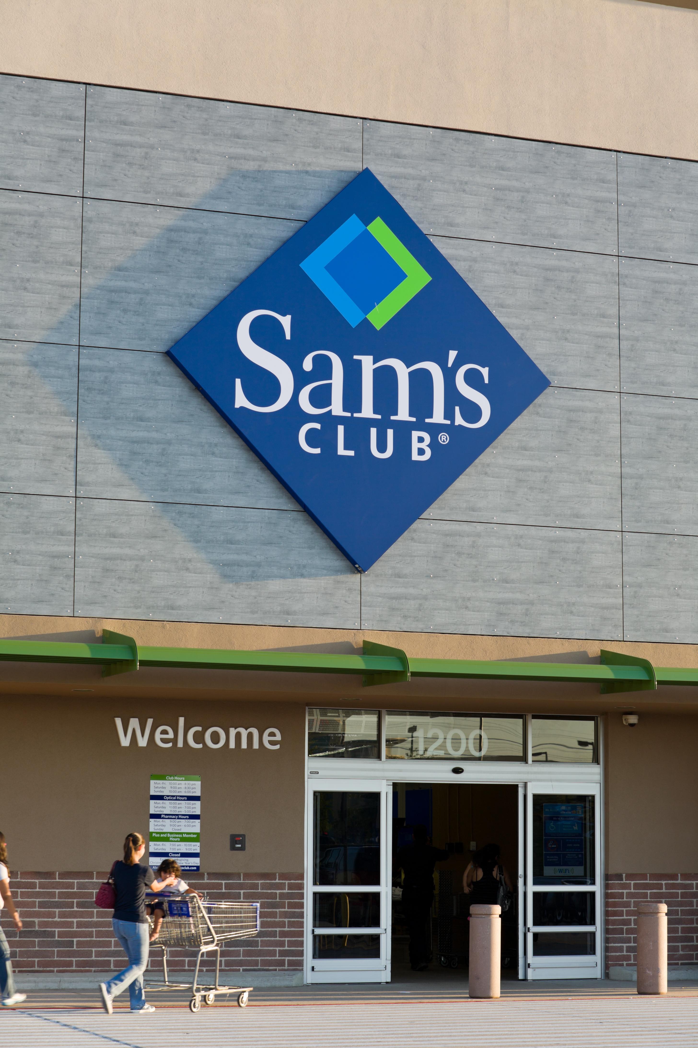 c444dcb952d Sam  39 s Club member enters ...