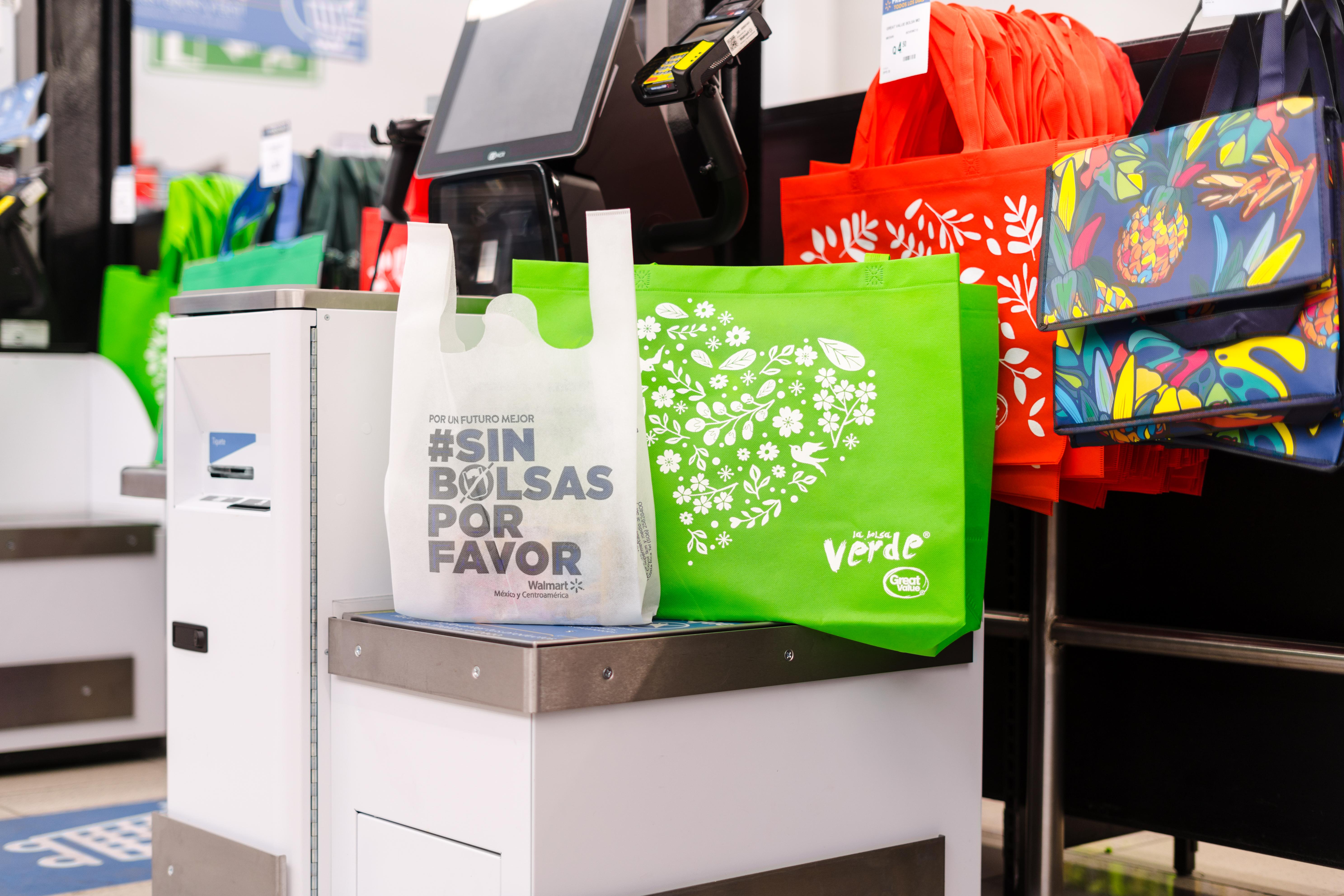 Walmart elimina bolsas plásticas de un solo uso en Honduras