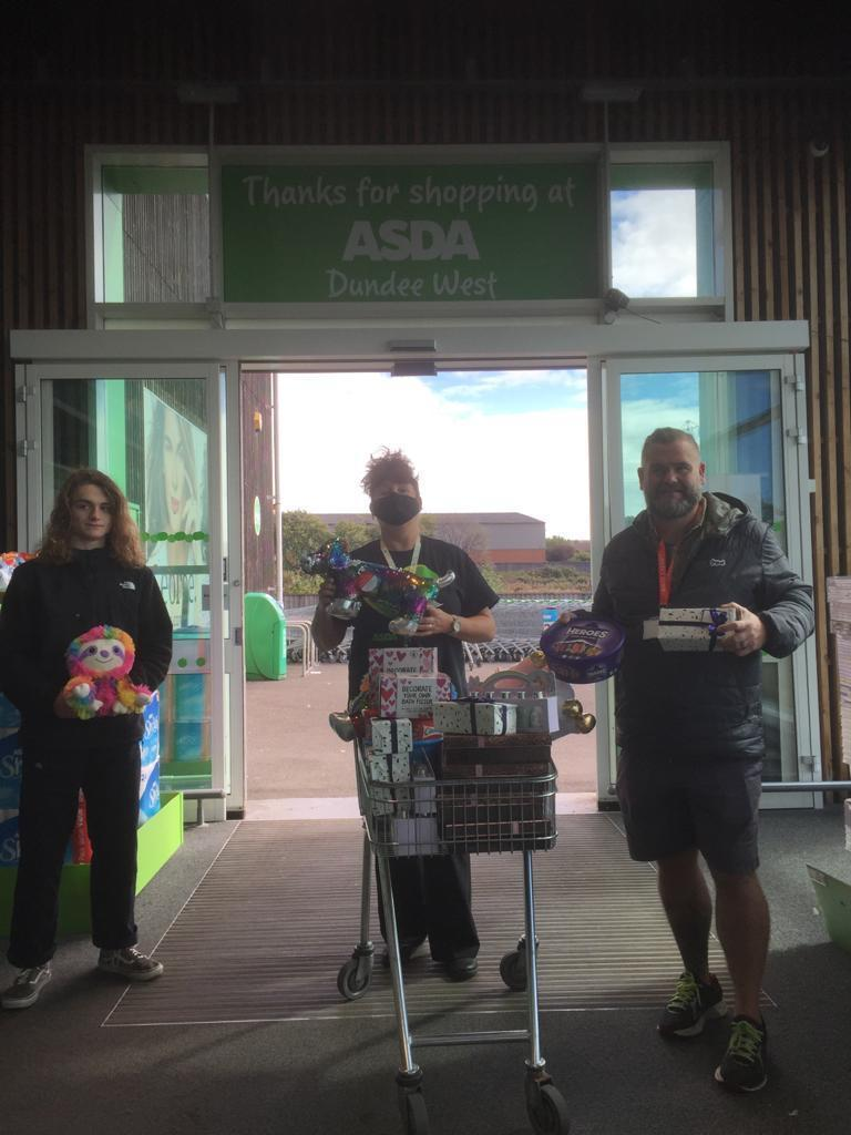 Building a stronger menzieshill community project receiving a donation of raffle prices. | Asda Dundee West