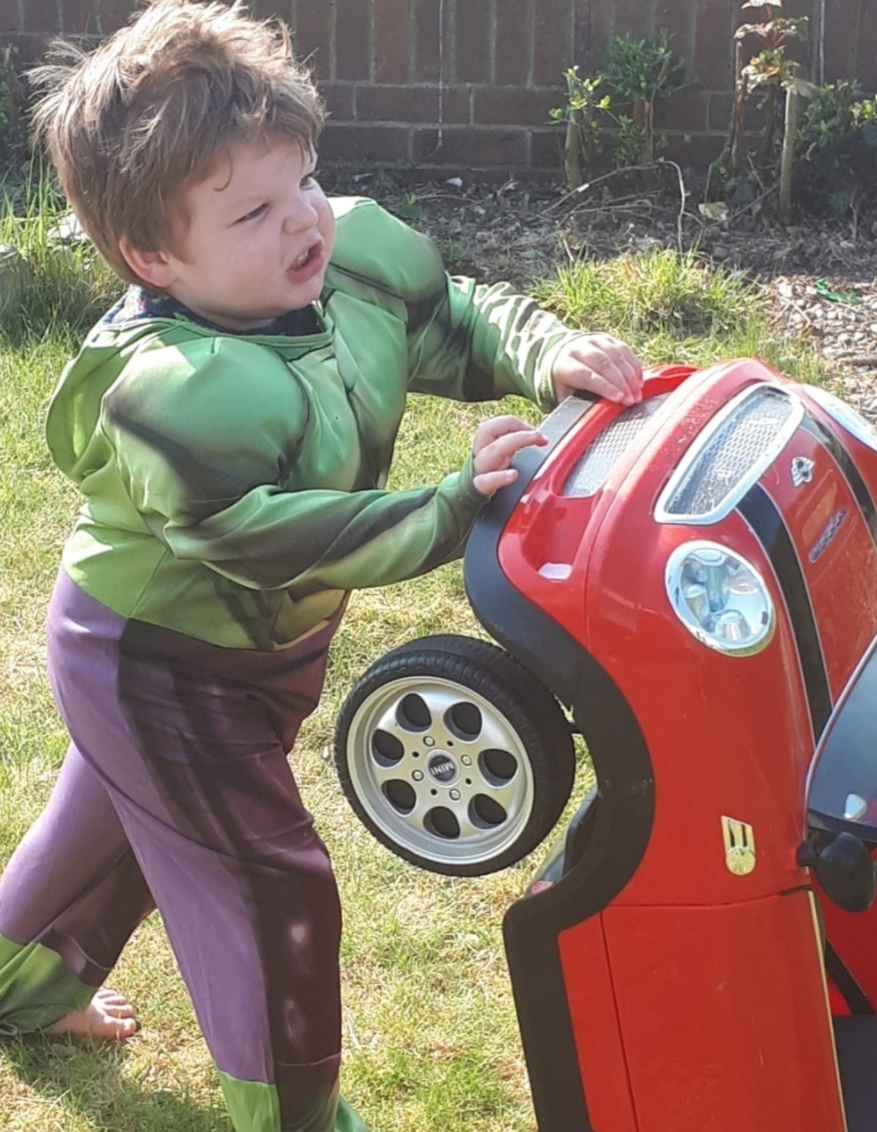 Matthew steps in to help Hulk fan Sam | Asda Strabane