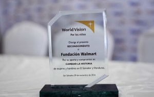 Premio otorgado por Visión Mundial a Fundación Walmart