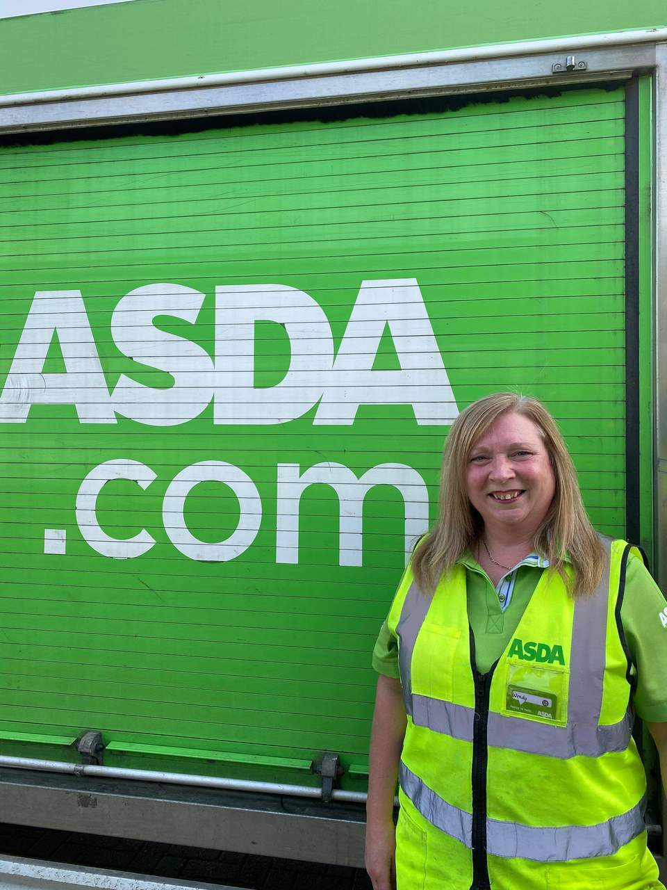 Asda Elgin home shopping driver Wendy marks 25 years with Asda | Asda Elgin