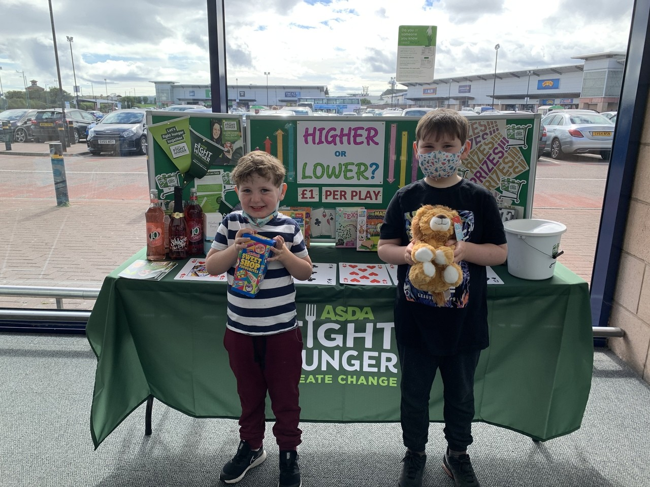 Angus and Hamish play their cards right and raise money for Fight Hunger | Asda Aberdeen Beach