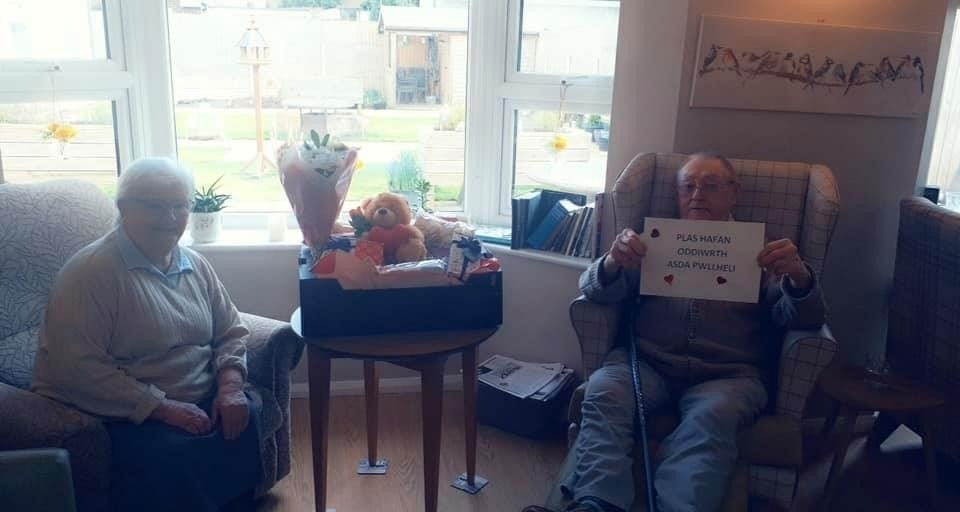 Residents love their Valentine's gifts | Asda Pwllheli