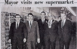 Mayor visits new supermarket