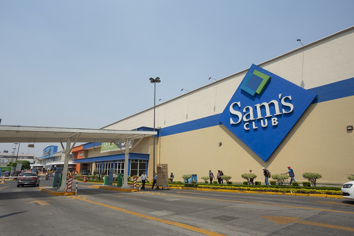 The exterior of a Sam's Club in Mexico
