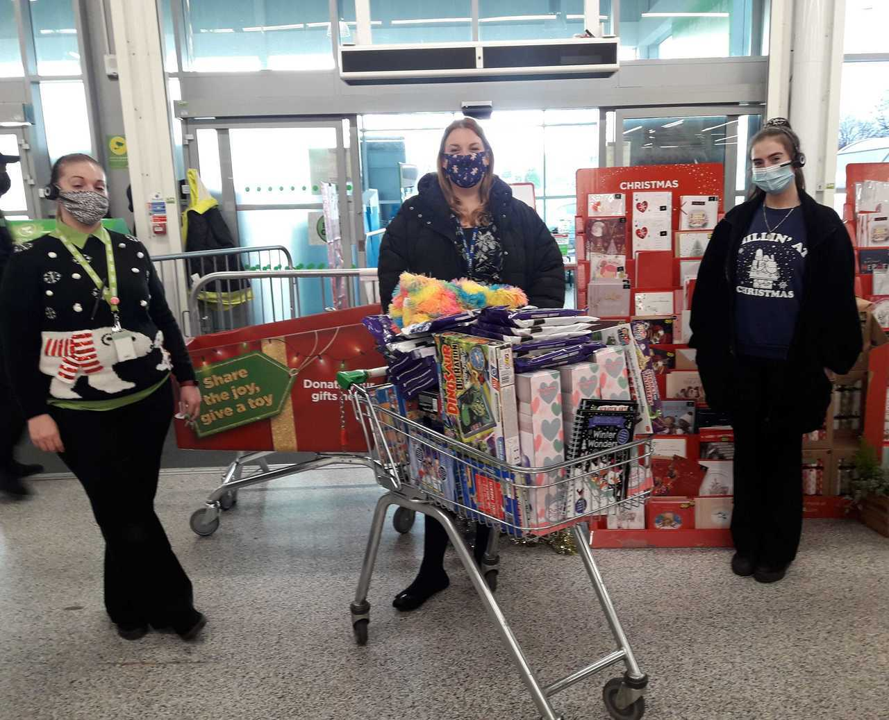 Colleagues help school's Christmas appeal | Asda Reddish