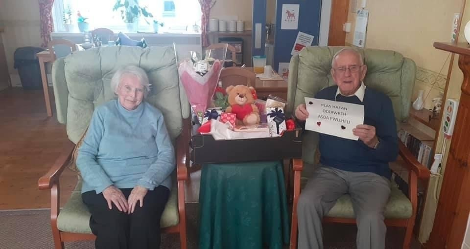 Residents love their Valentine's gifts | Asda Pwllheli