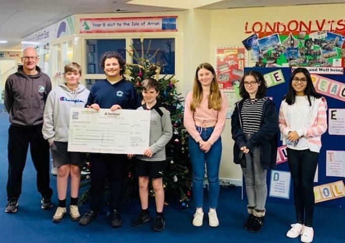 Local school receives £1000 | Asda Gosforth