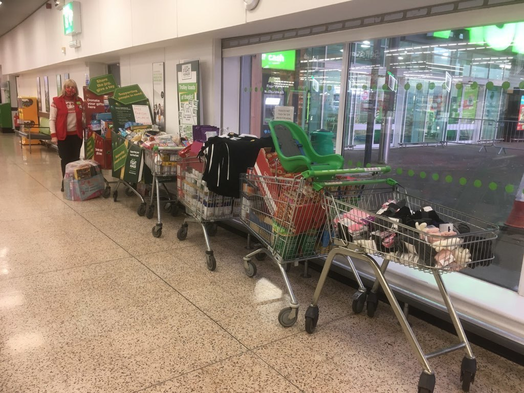 Dyce Colleagues donate to local Foodbank. | Asda Dyce