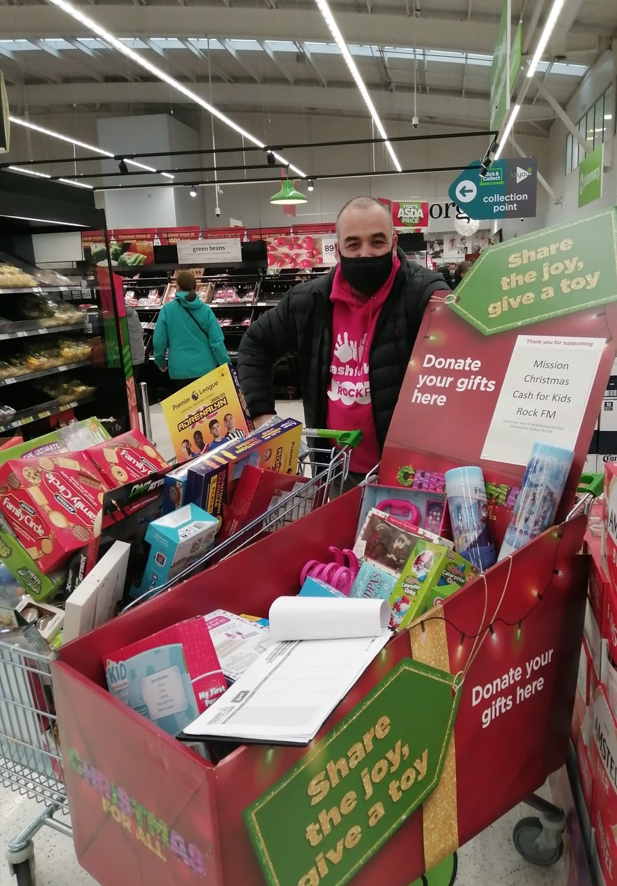 Customers and colleagues back toy appeal | Asda Clayton Green