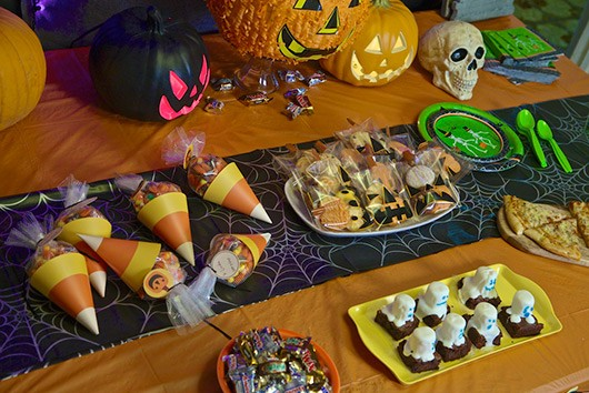 Halloween kids party tabletop decorations