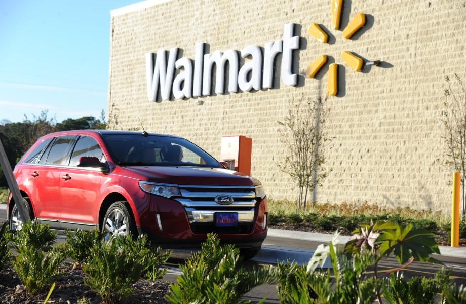 Outside view of a Walmart Supercenter.