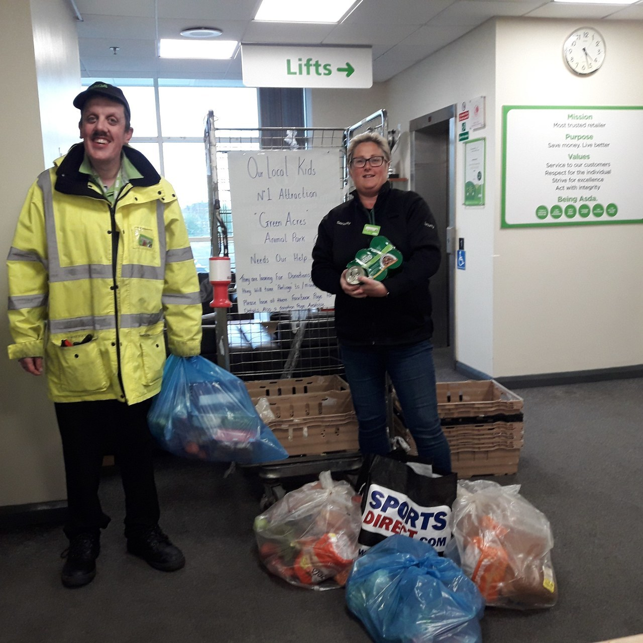 Colleagues help animal park | Asda Queensferry