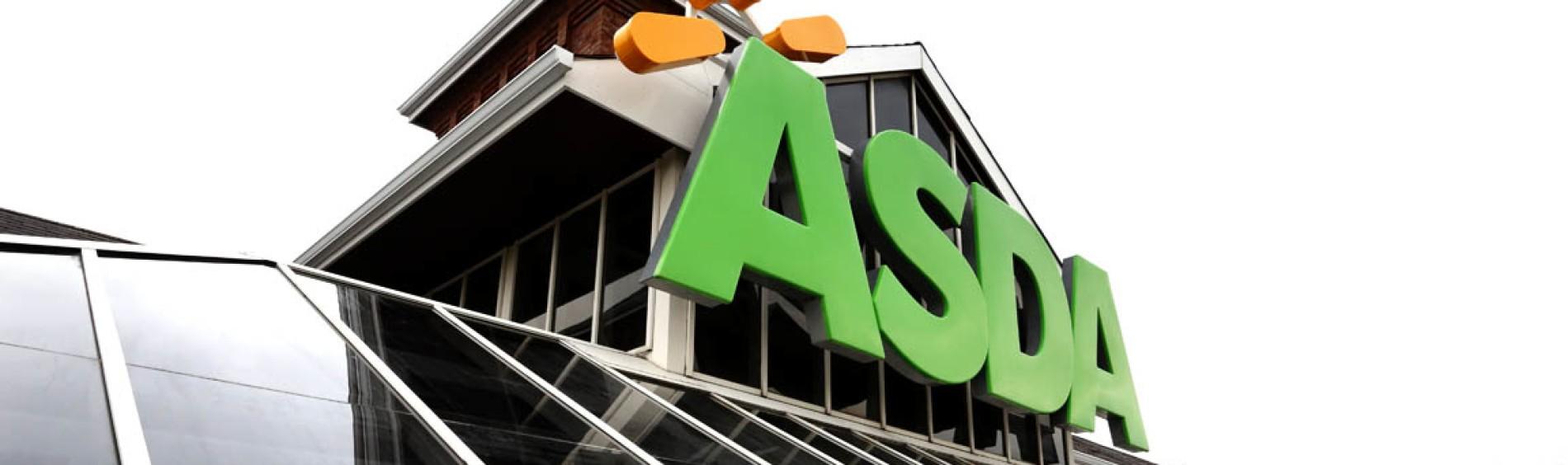 商店外部与Asda标志在建筑物顶部