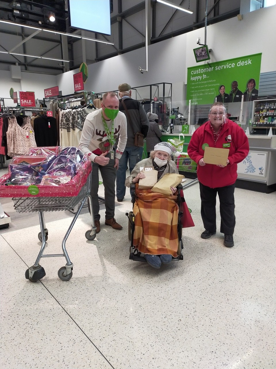 Dorothy makes special Christmas visit | Asda Southport