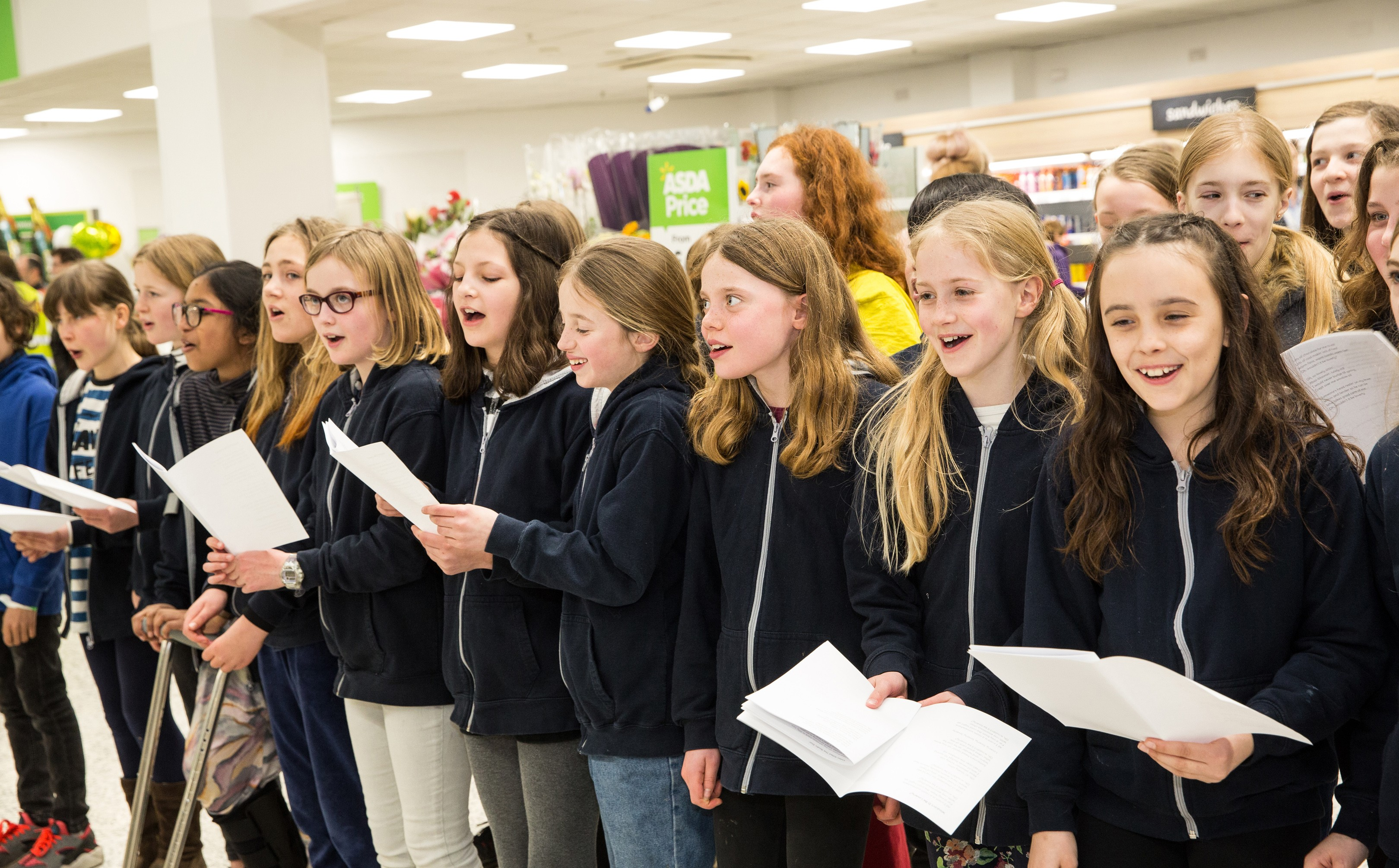 Pupils from Hotwells Primary School sang for customers
