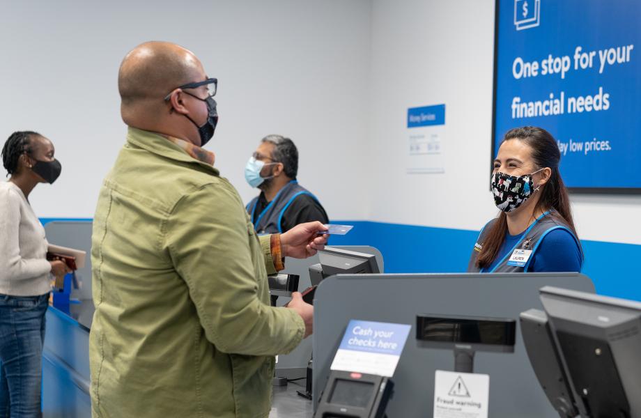 Customer using Western Union with Associate