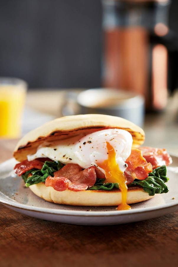 Poached egg and bacon