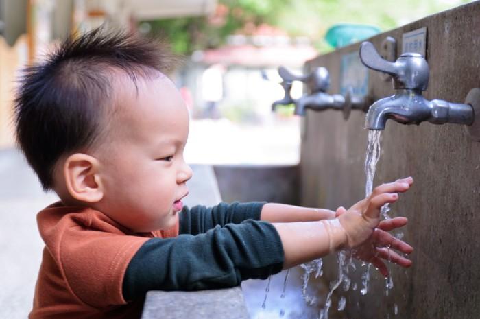 CFS_2019-child_washing_hand-141310376.jpg