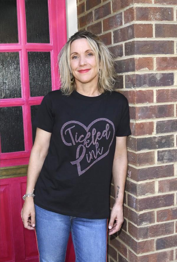 作家艾玛·坎贝尔是支持Asda Tickled Pink的著名面孔之一