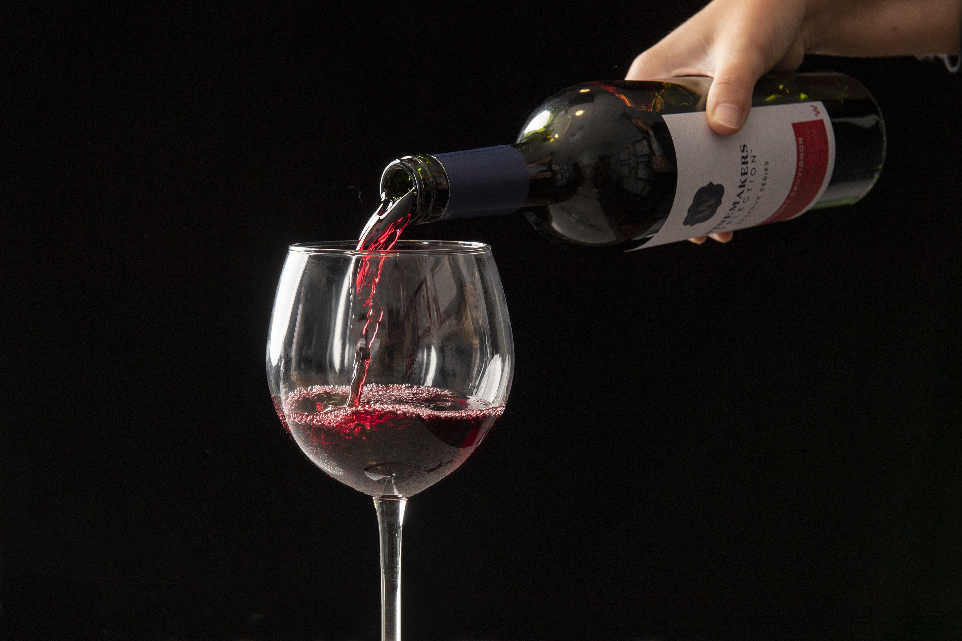 Winemakers Selection Reserve Series Red Wine Pour