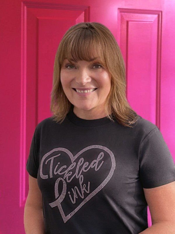 Lorraine Kelly支持Asda Tickled Pink