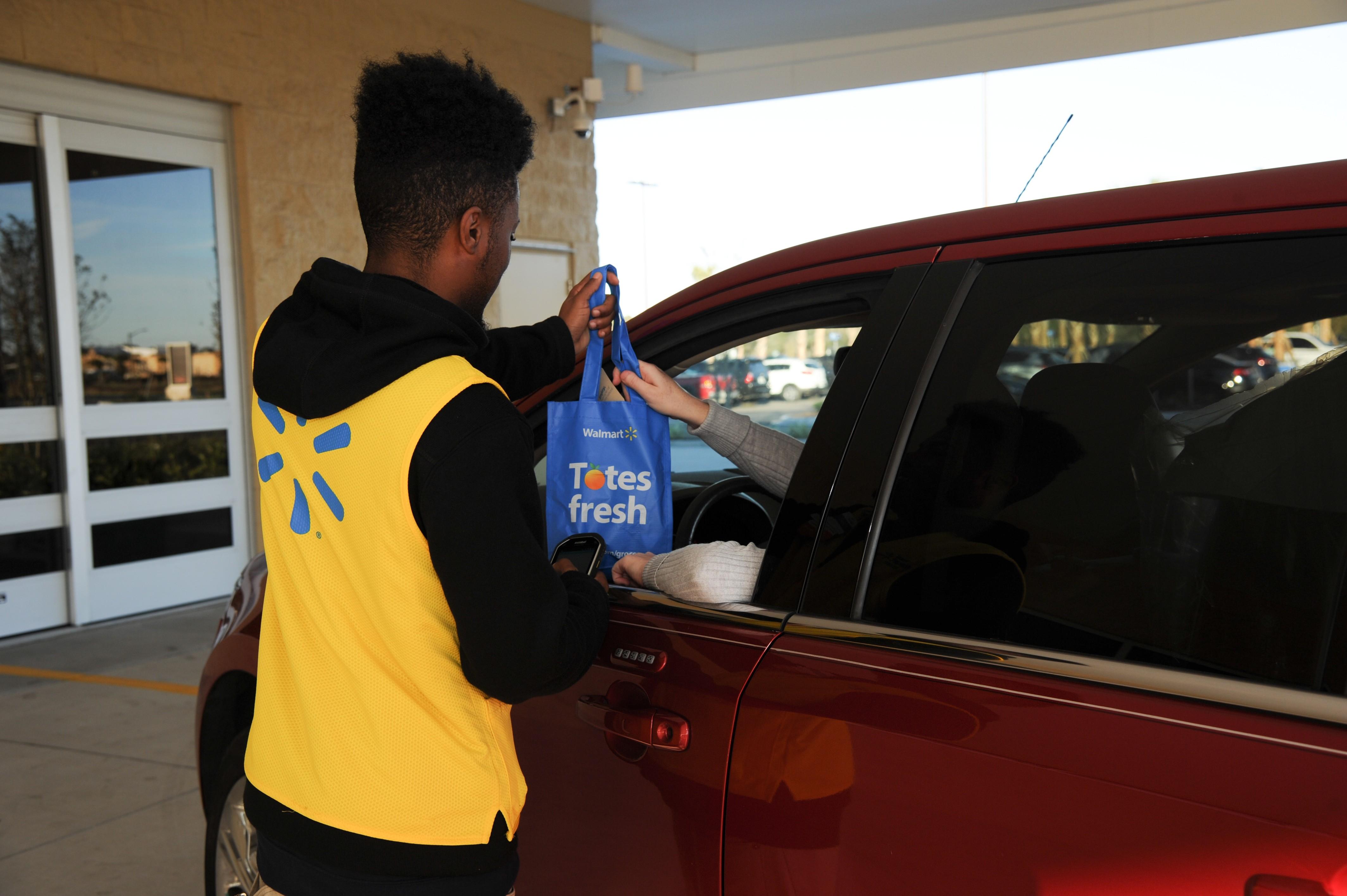 Walmart Supercenter reinvention test stores integrated pickup