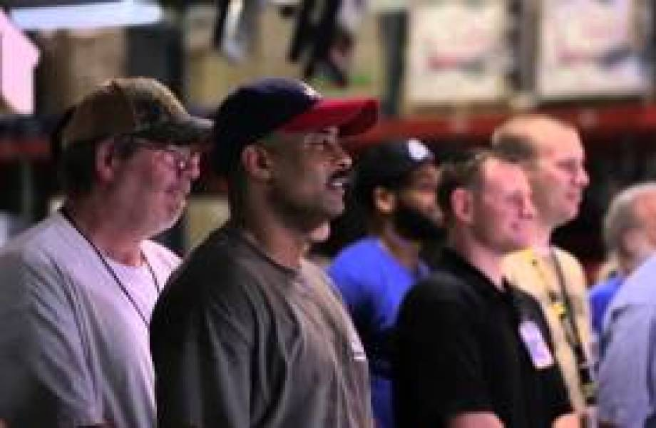 More Than 200 Veterans in Hopkinsville, Kentucky Distribution Center Thumbnail